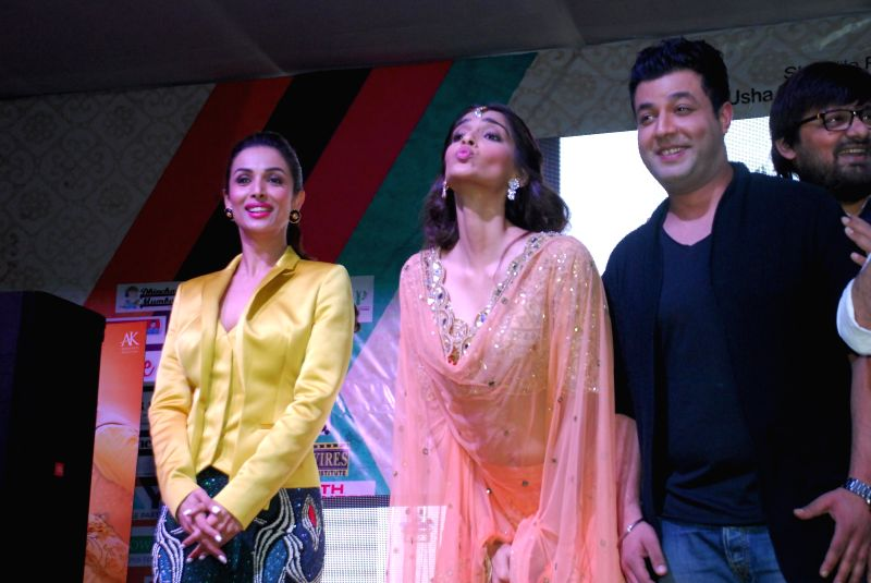 Actor Malaika Arora Khan, Sonam Kapoor and Varun Sharma during the music launch of upcoming film Dolly Ki Doli in Mumbai, on jan. 09, 2015. - Malaika Arora Khan, Sonam Kapoor and Varun Sharma
