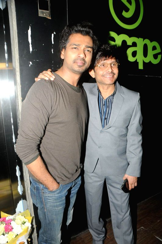 Actor Nikhil Divedi and Kamal Khan during Kamal Khan's birthday party in Mumbai, on jan. 08, 2015. - Nikhil Divedi