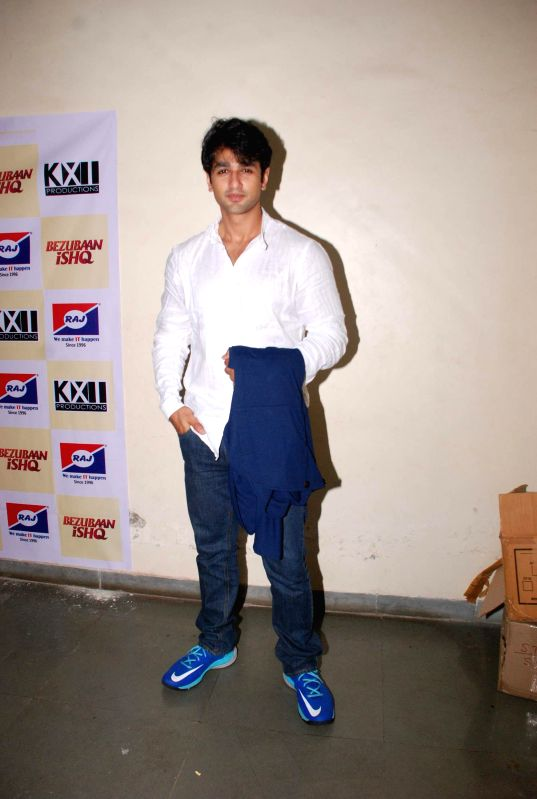 Actor Nishant Malkani during the promotion of film Bezubaan Ishq at Nagindas Khandwala College annual function in Mumbai, on June 5, 2015. - Nishant Malkani