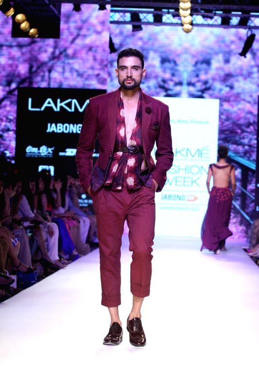 Actor Rajkummar Rao walks the ramp as showstopper for designer Kunal Anil Tanna show at LFW Summer/Resort 2015 in Mumbai on March 22, 2015 - Rajkummar Rao