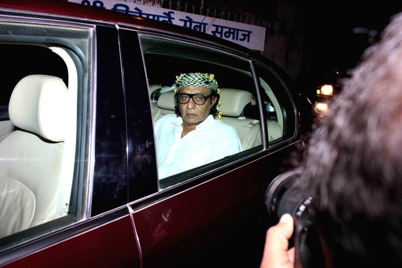 Actor Ranjeet during the funeral of Madan Mohan, manager of actor Danny Denzongpa, in Mumbai, on Feb 10, 2015. - Ranjeet