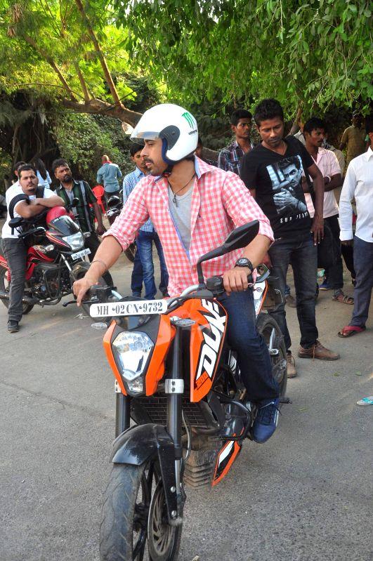 Actor Ranvijay Singh during on location shoots of Life OK television serial Pukaar, in Mumbai on Dec 7, 2014. - Ranvijay Singh