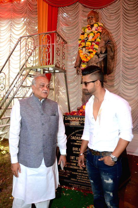 Actor ravi Dubey during the Dadasaheb Phalke`s 71st death anniversary at Filmcity in Mumbai on Feb. 16, 2015.