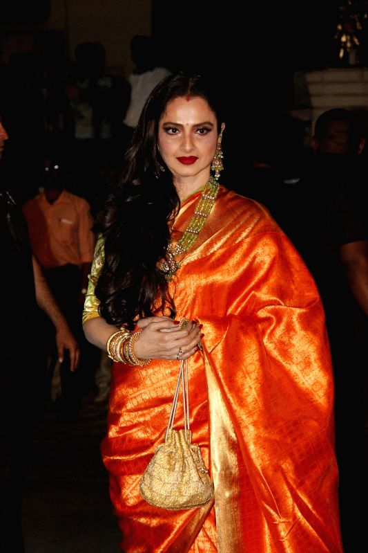 Actor Rekha during the 60th Britannia Filmfare awards in Mumbai, on January 31, 2015. - Rekha