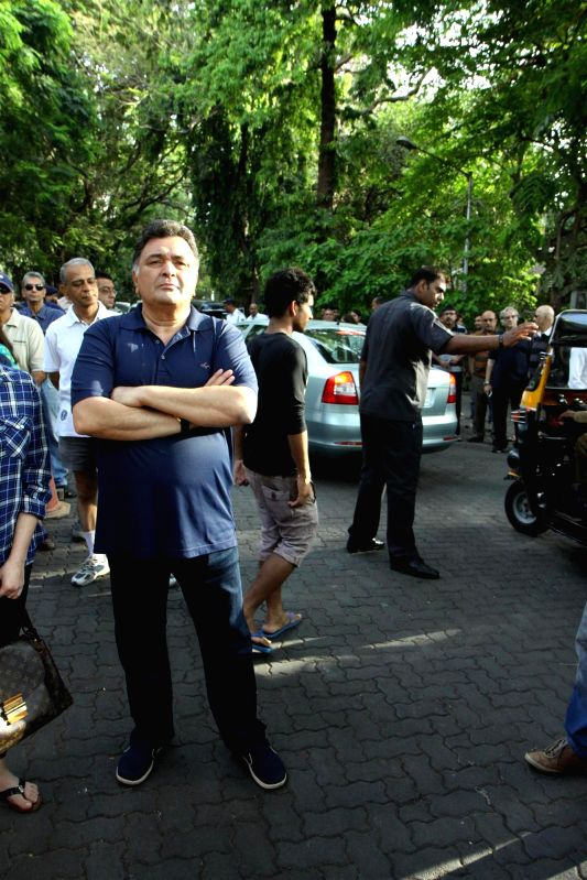 Actor Rishi Kapoor participate during a protest against BMC`s proposed hawking zones in Pali Hill residential localities, in Mumbai, on April 12, 2015. - Rishi Kapoor