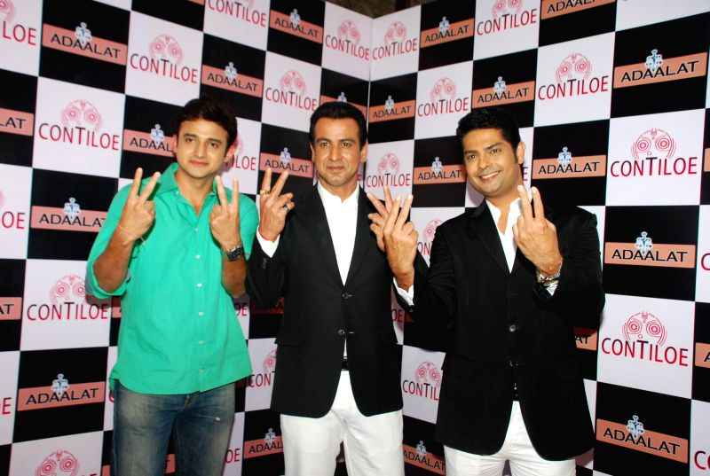 Actor Ronit Roy, television actors Anand Goradia and Romit Raj during the celebration of 400 episodes of Sony TV serial Adaalat  in Mumbai on Feb 20, 2015. - Ronit Roy, Anand Goradia and Romit Raj