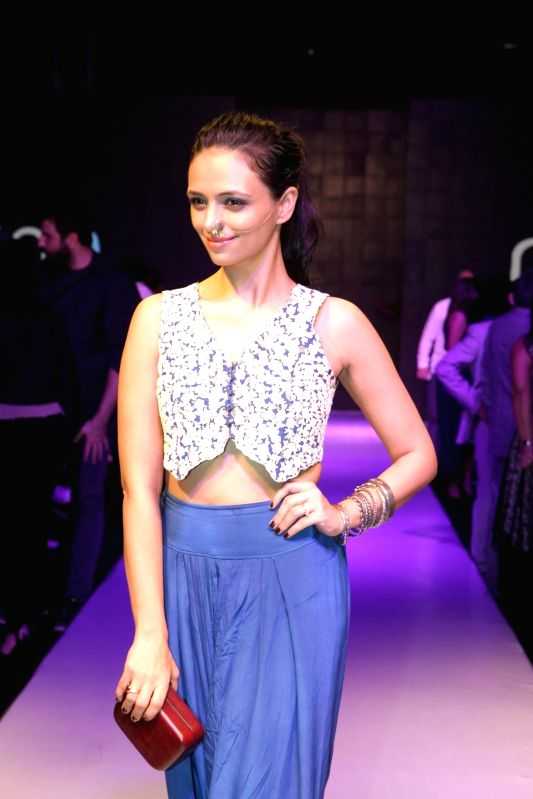 Actor Roshni Chopra during Madame Style Week fashion show in Mumbai, on November 22, 2014. - Roshni Chopra