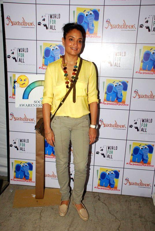 Actor Sandhya Mridul at Pet Adoption Camp in Mumbai, on November 23, 2014. - Sandhya Mridul
