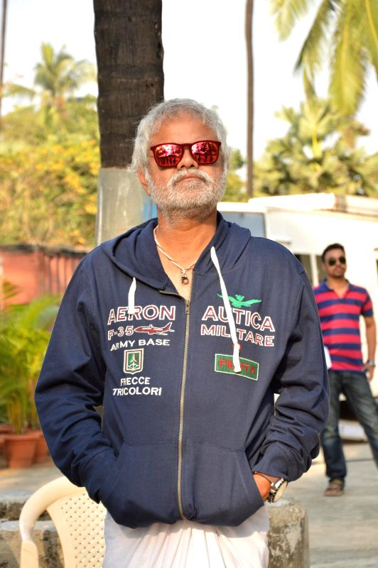 Actor Sanjay Mishra during the on location shoots of film Gun Pe Done in Mumbai, on Dec 8, 2014. - Sanjay Mishra