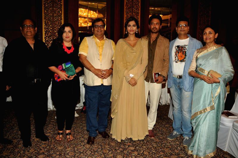 Actor Satish Kaushik, filmmakers Farah Khan, Subhash Ghai, actors Sonam Kapoor, Irrfan Khan, author Irshad Kamil and actor Deepti Naval during the launch of Irshad Kamil`s book Ek Maheena ... - Satish Kaushik, Sonam Kapoor, Irrfan Khan and Farah Khan