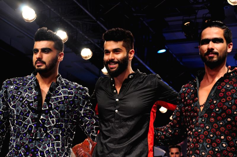 Actor Shahid Kapoor and Arjun Kapoor designer Kunal Rawal show at the Lakme Fashion Week Summer/Resort 2015 in Mumbai on March 21, 2015 - Shahid Kapoor and Arjun Kapoor