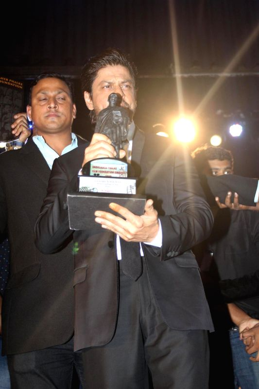 Actor Shahrukh Khan during the Dada Saheb Phalke Film Foundation Award 2015 in Mumbai on April 21, 2015. - Shahrukh Khan