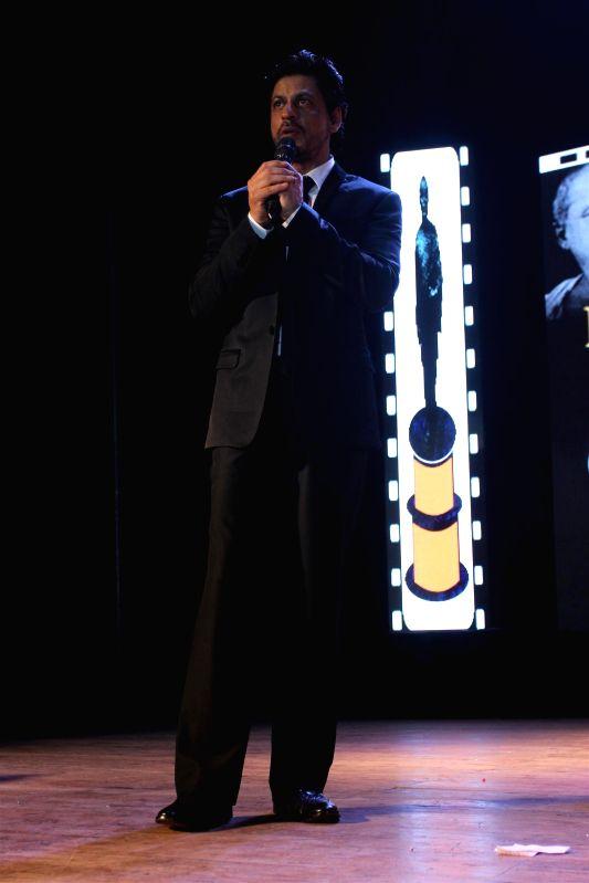 Actor Shahrukh Khan during the Dada Saheb Phalke Film Foundation Award 2015 in Mumbai on April 21, 2015. - Shahrukh Khan