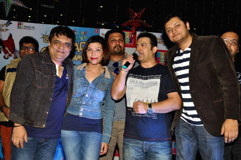 Actor Shilpa Shukla during the promotion of film Crazy Cukkad Family, in Mumbai on Dec 25, 2014. - Shilpa Shukla