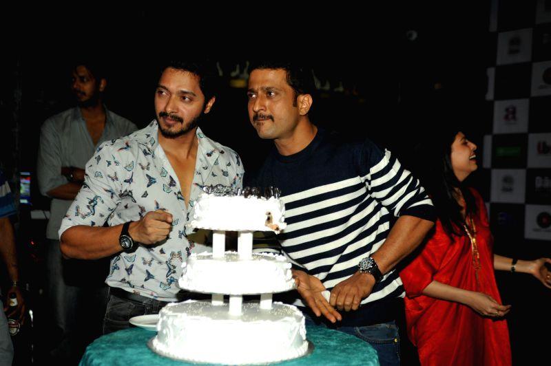 Actor Shreyas Talpade celebrates birthday with cast of his Marathi superhero film Baji and Bolly and Marathi cinema celebs in Mumbai on Tuesday, Jan 27, 2015.