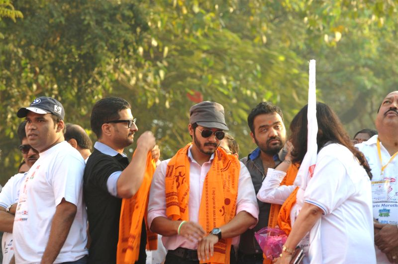 Actor Shreyas Talpade during the annual little hearts marathon from Siddhivinayak ground to Wadia hospital, organised by Wadia hospital in Mumbai, on Feb. 8, 2015. - Shreyas Talpade
