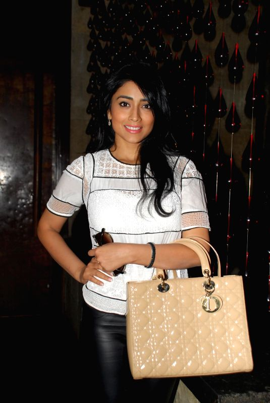 Actor Shriya Saran during the launch of 94.3 Radio One Mumbai`s `Mumbai at its best` CSR initiative, in Mumbai on 23, Dec. 2014. - Shriya Saran