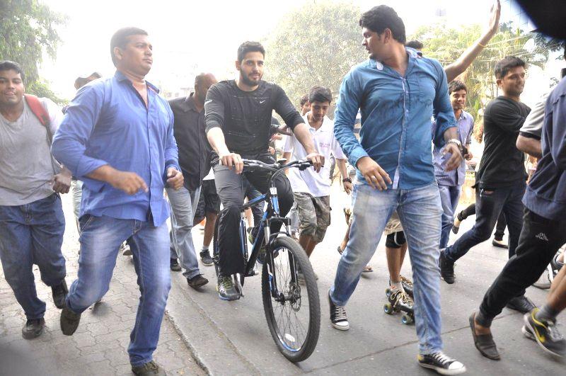 Actor Sidharth Malhotra during the 98.3 FM Radio Mirchi's equal streets campaign in Mumbai, on Nov 23, 2014.