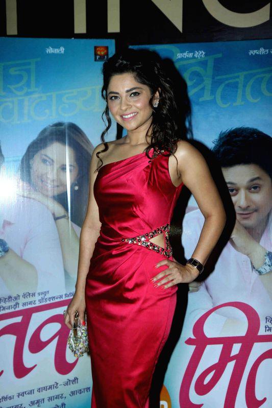 Actor Sonalee Kulkarni during the premiere of Marathi film Mitwaa in Mumbai on 12th February 2013 . - Sonalee Kulkarni