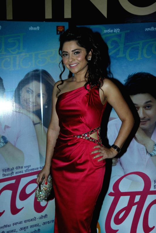 Actor Sonalee Kulkarni during the premiere of Marathi film Mitwaa in Mumbai on 12th February 2013 . - Sonalee Kulkarni