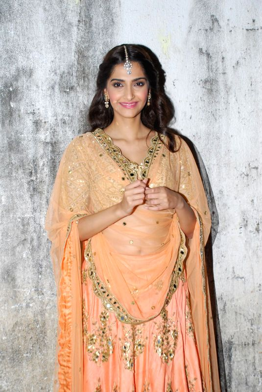 Actor Sonam Kapoor during the music launch of upcoming film Dolly Ki Doli in Mumbai, on jan. 09, 2015. - Sonam Kapoor