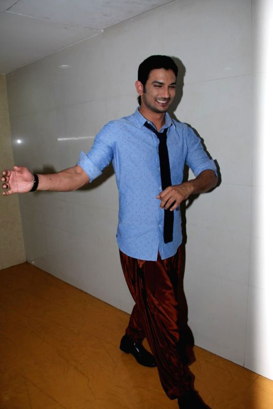Actor Sushant Singh Rajput during the prize distribution event for his forth coming film Detective Byomkesh Bakshy! contest winners in Mumbai  on April 2, 2015. (Photo: IANS).