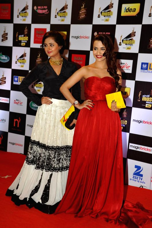 Actor Tia Bajpai and television actor Rashami Desai during 7th Mirchi Music Awards in Mumbai on Feb 26, 2015. - Tia Bajpai and Rashami Desai