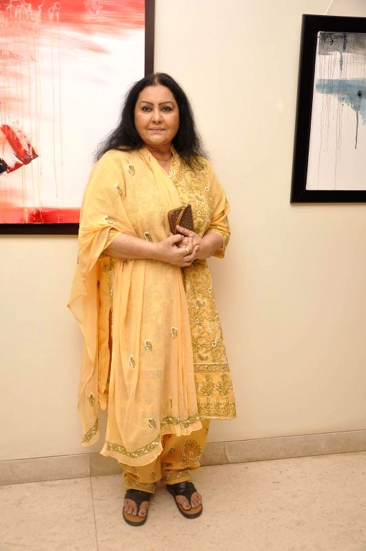 Actor Vidya Sinha during Amole Palekar painting exhibition at Gallery Art and Soul, in Mumbai on Dec 7, 2014. - Vidya Sinha
