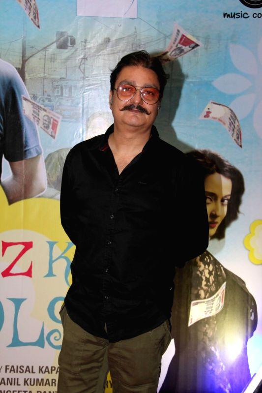 Actor Vinay Pathak during the Music launch of film Kaagaz Ke Fools in Mumbai on April 19, 2015. - Vinay Pathak