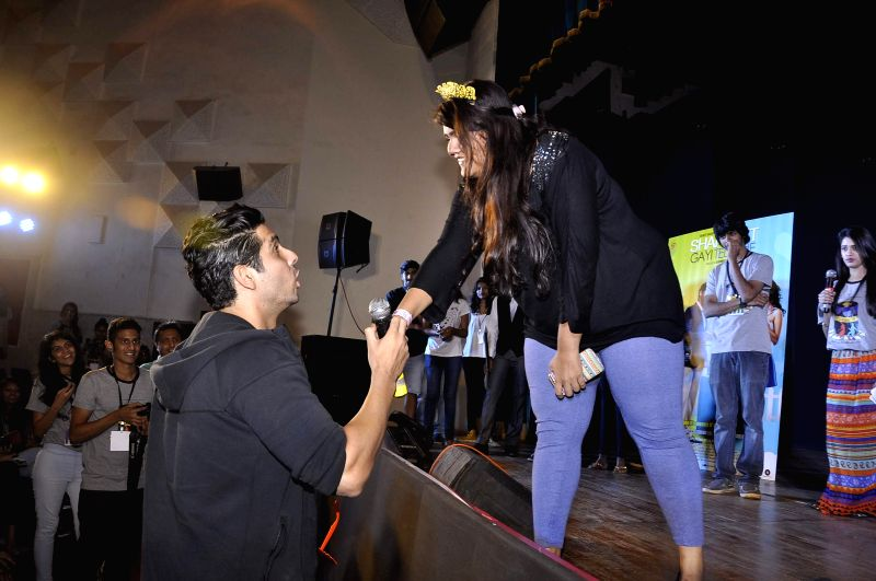 Actor Zayed Khan with student at Jai Hind College Detour Festival, to promote his upcoming film Sharafat Gayi Tel Lene in Mumbai, on Dec 5, 2014.