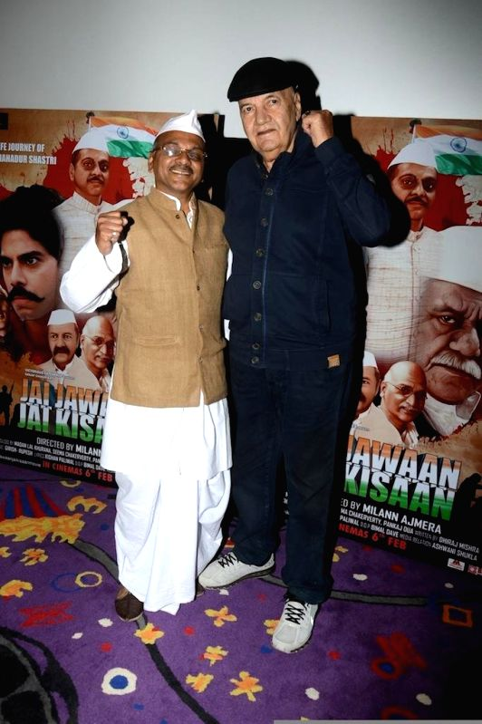 Actors Akhilesh Jain & Prem Chopra during the trailer launch of film Jai Jawaan Jai Kisaan in Mumbai, on Jan. 16, 2015. - Akhilesh Jain and Prem Chopra
