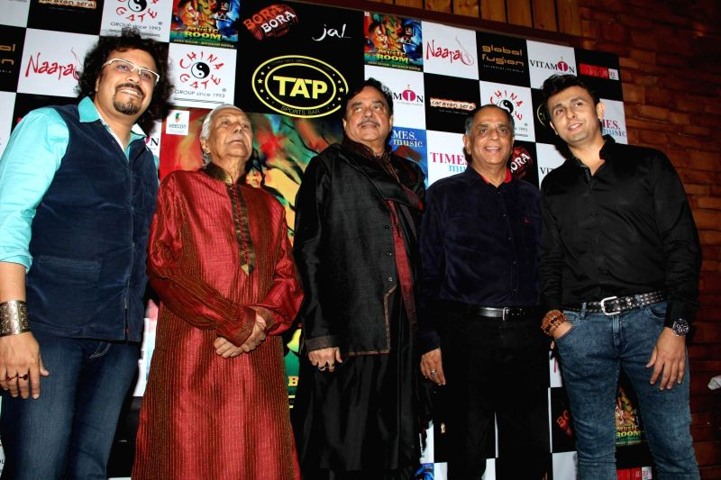 Actors Bickram Ghosh, Shatrughan Sinha, Sonu Nigam and others celebrates their selection in Oscar for movie Jal in Mumbai on Feb 25, 2015. - Shatrughan Sinha