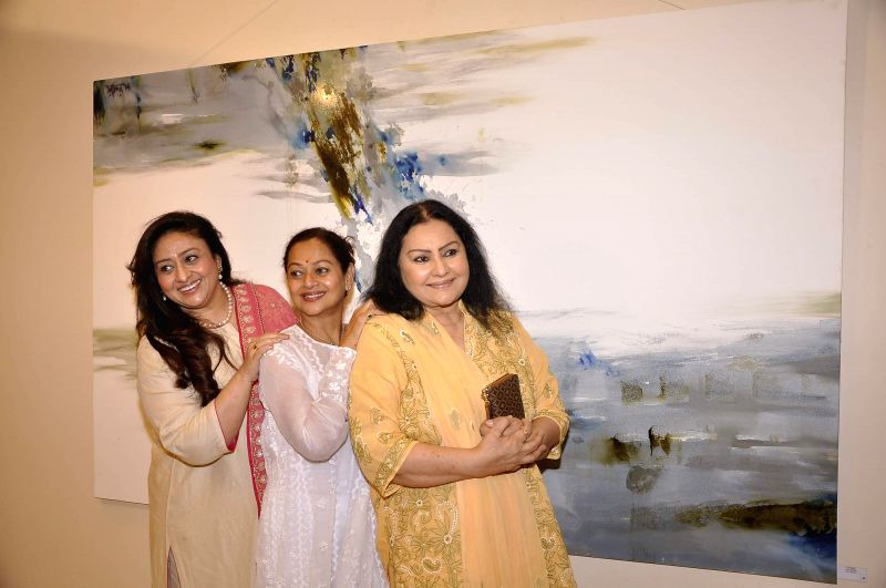 Actors Bindiya Goswami, Zarina Wahab and Vidya Sinha during Amole Palekar painting exhibition at Gallery Art and Soul, in Mumbai on Dec 7, 2014. - Bindiya Goswami, Zarina Wahab and Vidya Sinha