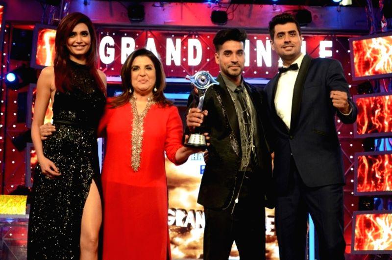 Actors Gautam Gulati, winner of Bigg Boss Season 8 with 1st runner-up Karishma Tanna, 2nd runner-up Pritam Singh and host Farah Khan on Jan. 31, 2015. - Gautam Gulati, Pritam Singh and Farah Khan