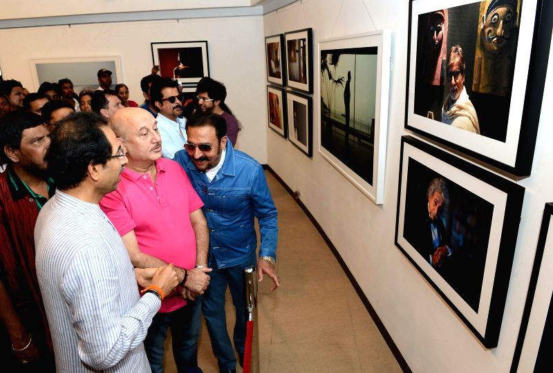 Actors Gulshan Grover, Anupam Kher and Anil Kapoor with Shiv Sena Chief Uddhav Thackeray and RPI chief Ramdas Athawale at Uddhav Thackeray's photography exhibition, organised to raise funds .. - Gulshan Grover, Anupam Kher and Anil Kapoor