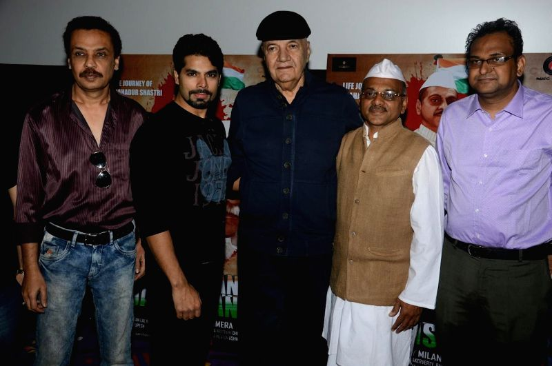 Actors Imran Hansee, Jatin Khurana, Rupesh Agarrwal, Prem Chopra And Akhilesh Jain during the trailer launch of film Jai Jawaan Jai Kisaan in Mumbai, on Jan. 16, 2015. - Imran Hansee, Jatin Khurana, Rupesh Agarrwal and Prem Chopra And Akhilesh Jain