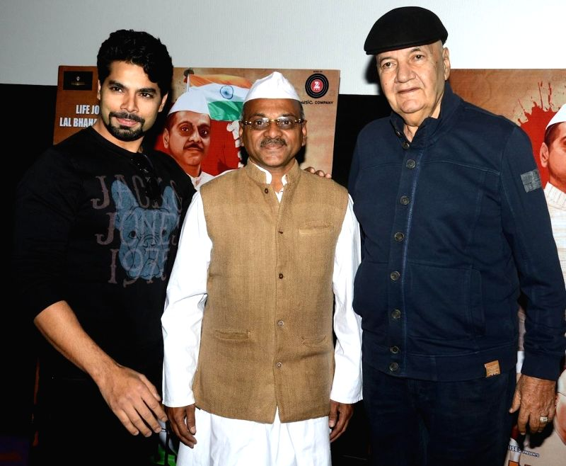 Actors Jatin Khurana , Akhilesh Jain, and Prem Chopra during the trailer launch of film Jai Jawaan Jai Kisaan in Mumbai, on Jan. 16, 2015. - Jatin Khurana, Akhilesh Jain and Prem Chopra