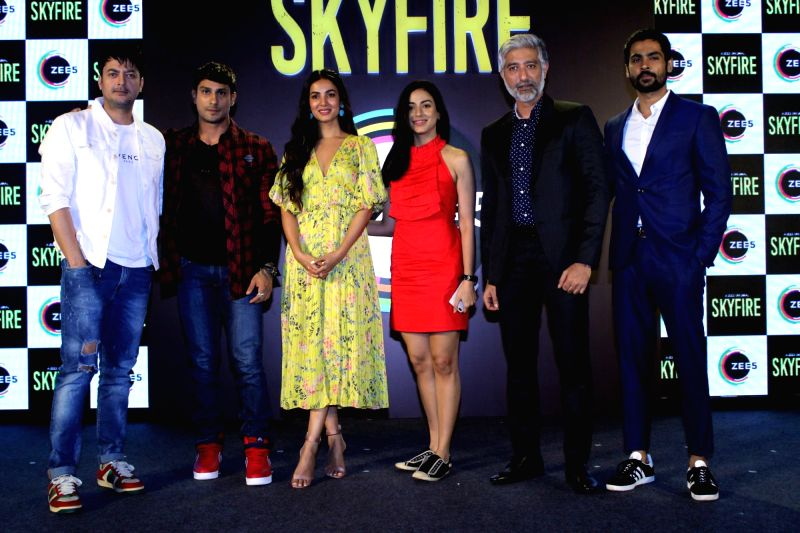 Mumbai: Actors Jisshu Sengupta, Sonal Chauhan, Jatin Goswami, Mala Salariya and Prateik Babbar during a press conference to promote his ZEE5's web series 'Skyfire' in Mumbai, on May 14, 2019. (Photo: IANS)