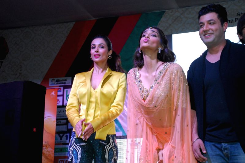 Actors Malaika Arora Khan, Sonam Kapoor and Varun Sharma during the music launch of upcoming film Dolly Ki Doli in Mumbai, on jan. 09, 2015. - Malaika Arora Khan, Sonam Kapoor and Varun Sharma