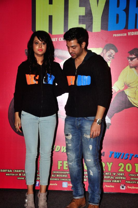 Actors Manindar Singh and Nupoor Sharma during the trailer launch of film 'Hey Bro' in Mumbai on Jan. 15, 2015. - Manindar Singh and Nupoor Sharma