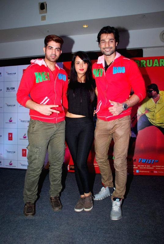 Actors Maninder Singh, Nupur Sharma and Hanif Hilal during the promotion of his film Hey Bro in Mumbai, on Feb 14, 2015. - Maninder Singh, Nupur Sharma and Hanif Hilal