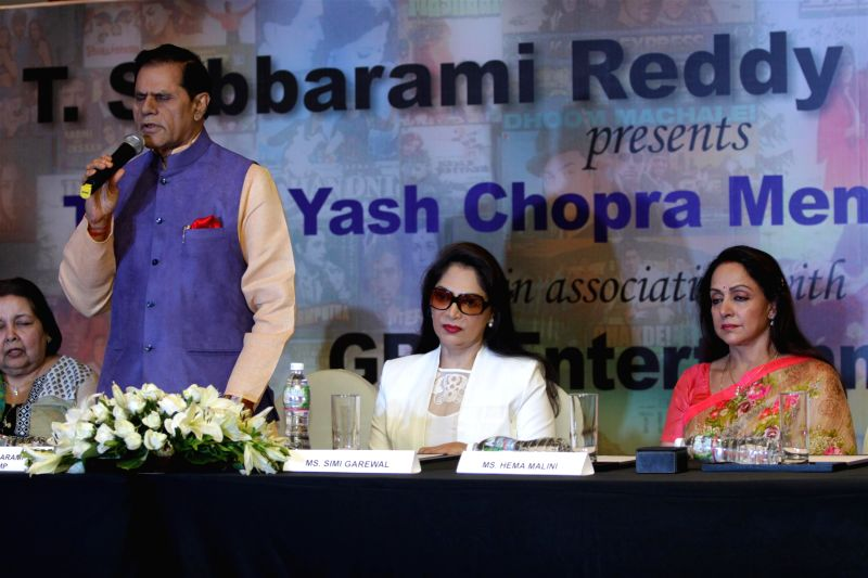 Actors Simi Garewal and Hema Malini during the announcement of 2nd National Yash Chopra Memorial Award, in Mumbai, on November 20, 2014. - Simi Garewal and Hema Malini