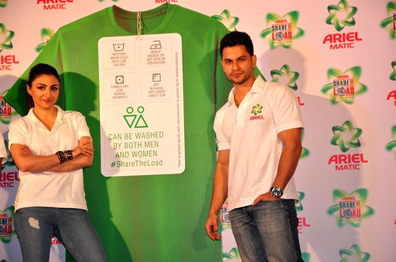 Actors Soha Ali Khan and her husband Kunal Khemu during the launch of the Men & Women wash care label, by Ariel at the press conference held in Mumbai on April 14, 2015. - Soha Ali Khan
