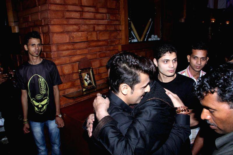Actors Sonu Nigam and Shatrughan Sinha celebrates their selection in Oscar for movie Jal in Mumbai on Feb 25, 2015. - Shatrughan Sinha