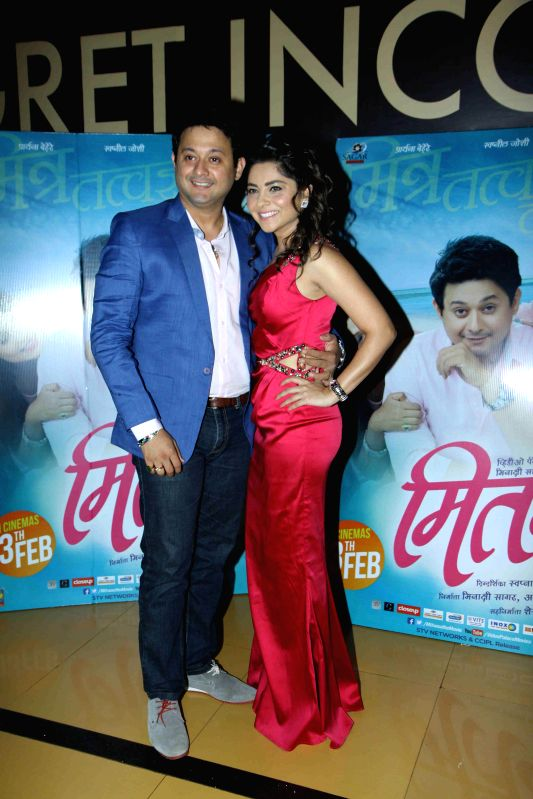 Actors Swapnil Joshi and Sonalee Kulkarni during the premiere of Marathi film Mitwaa in Mumbai on 12th February 2013 . - Swapnil Joshi and Sonalee Kulkarni