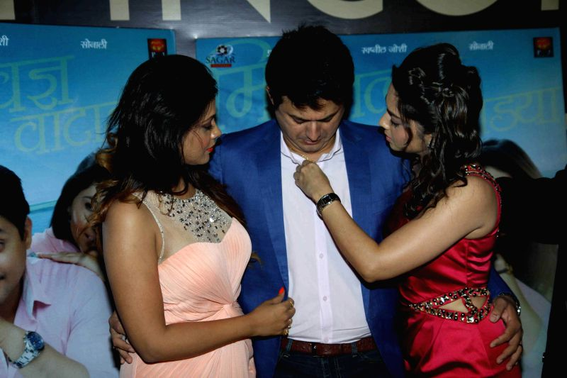 Actors Swapnil Joshi, Prarthana Behere and Sonalee Kulkarni during the premiere of Marathi film Mitwaa in Mumbai on 12th February 2013 . - Swapnil Joshi, Prarthana Behere and Sonalee Kulkarni