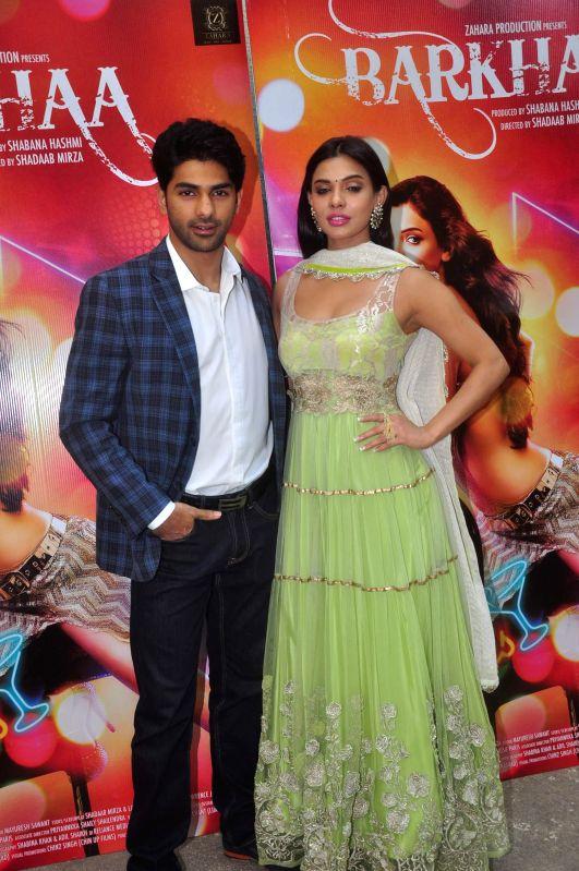 Actors Taaha Shah and Sara Loren during film Barkhaa trailer launch in Mumbai on March 5, 2015. - Taaha Shah and Sara Loren