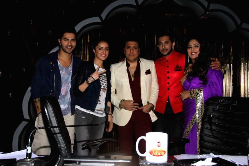Actors Varun Dhawan, Shraddha Kapoor, Govinda with choreographers Terence Lewis and Geeta Kapoor on the sets of  `Dance India Dance Super Moms` in Mumbai. - Varun Dhawan, Shraddha Kapoor, Govinda and Geeta Kapoor