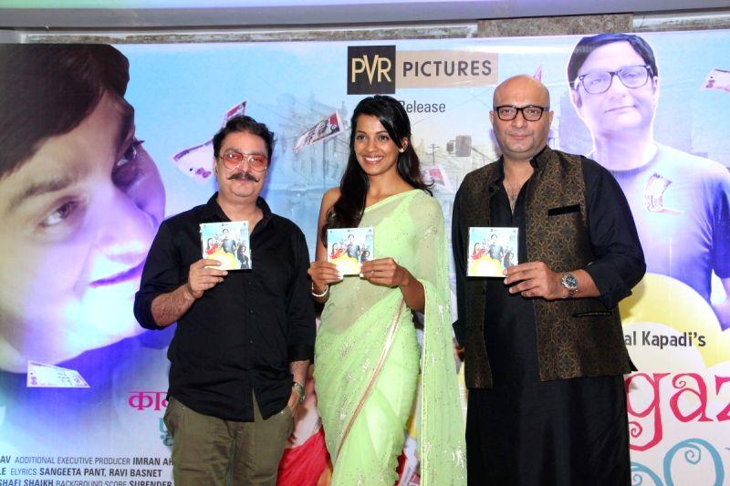 Actors Vinay Pathak, Mugdha Godse and Amit Behl during the Music launch of film Kaagaz Ke Fools in Mumbai on April 19, 2015. - Vinay Pathak, Mugdha Godse and Amit Behl