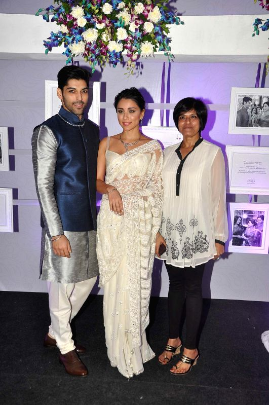 Actress Amrita Puri and TV actor Smaran Sahu display the elegant range of jewellery with Vaishali Banerjee, Country Manager India, Platinum Guild International, during a press conference in .. - Amrita Puri and Vaishali Banerjee